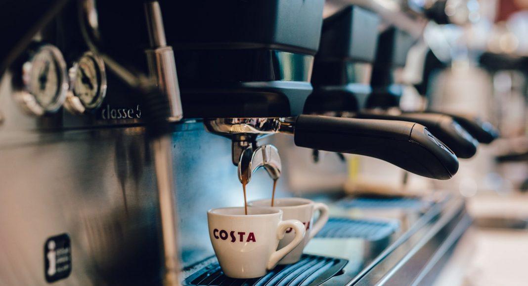 Készül a COSTA kávé.