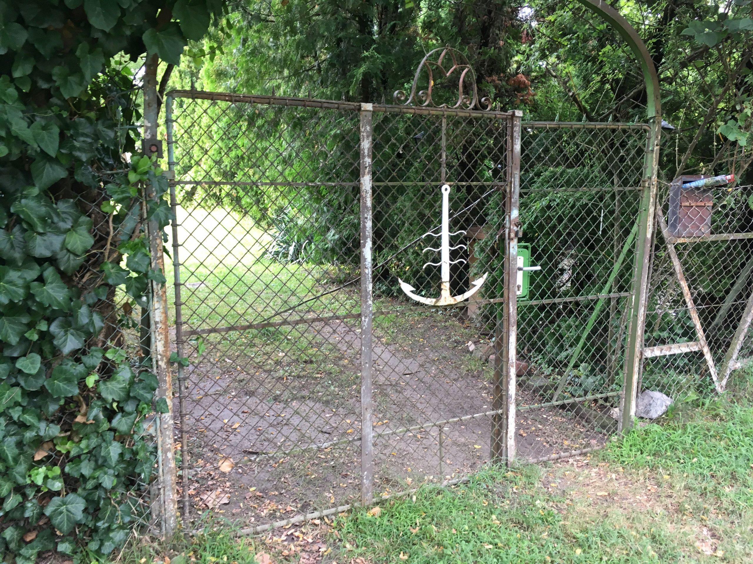 Egyszerű retró kerítés, ami nagyon Balatonos!
