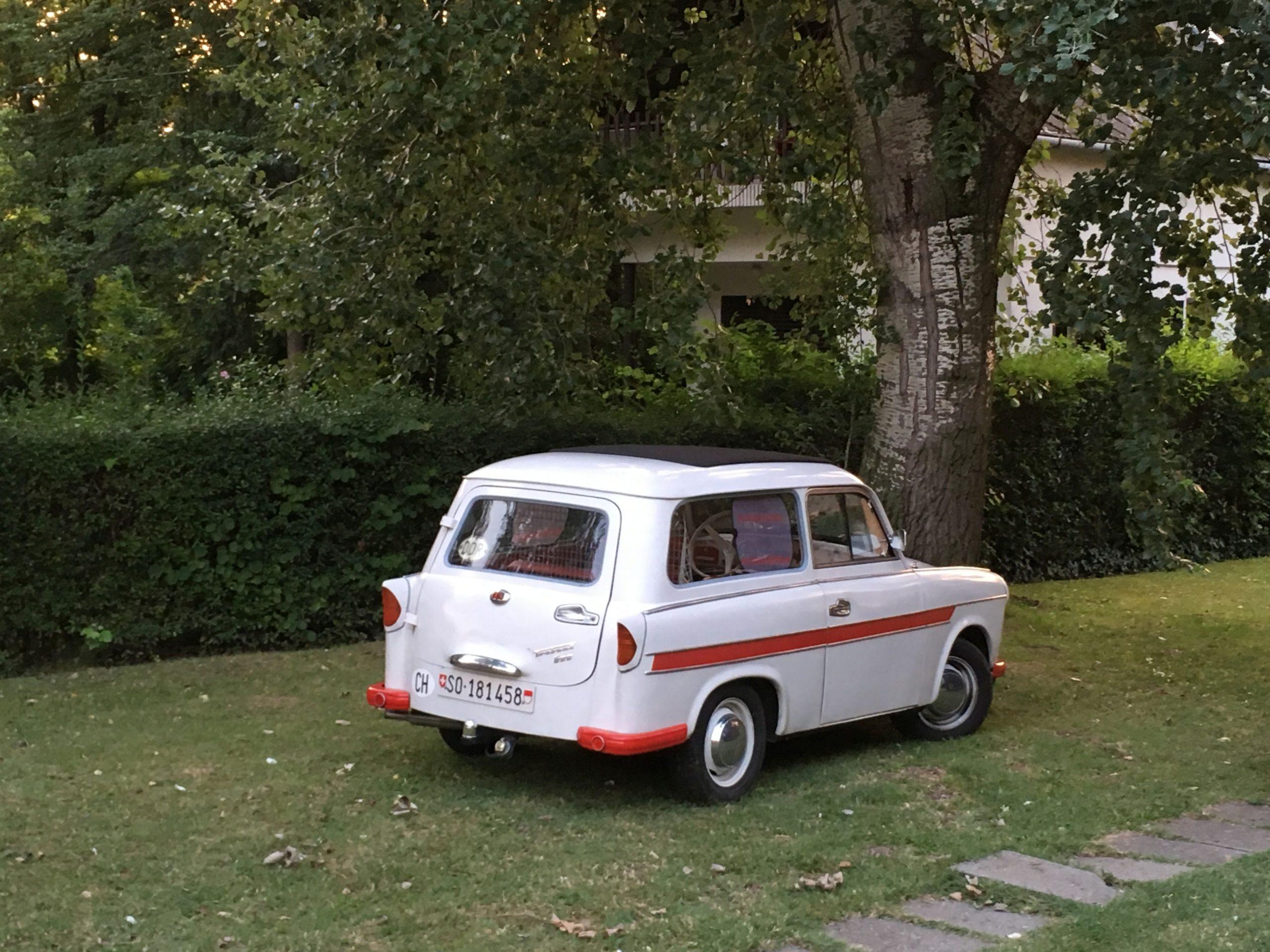 Trabant a kertben Balatonon.A nyaralók is szeretnek nosztalgiázni!A nyaralók is szeretnek nosztalgiázni!