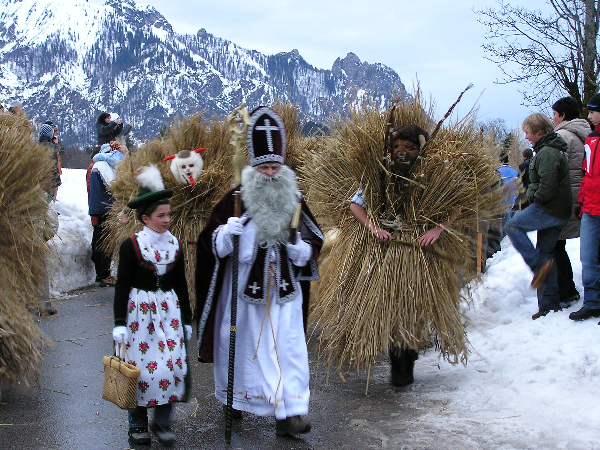 Tradicionális bajor Mikulás Berchtesgaden környékén