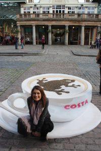 Egy csésze kávé festményként.