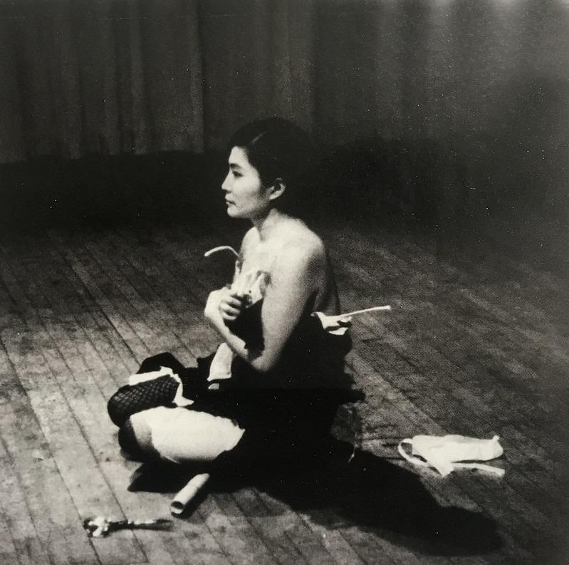 Yoko Ono - cut piece
