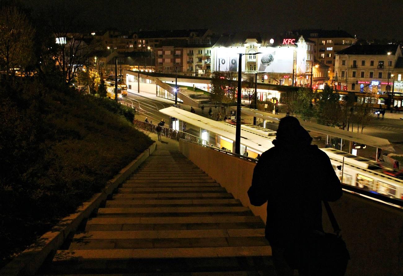 Este 8 előtt a Széll Kálmán téren