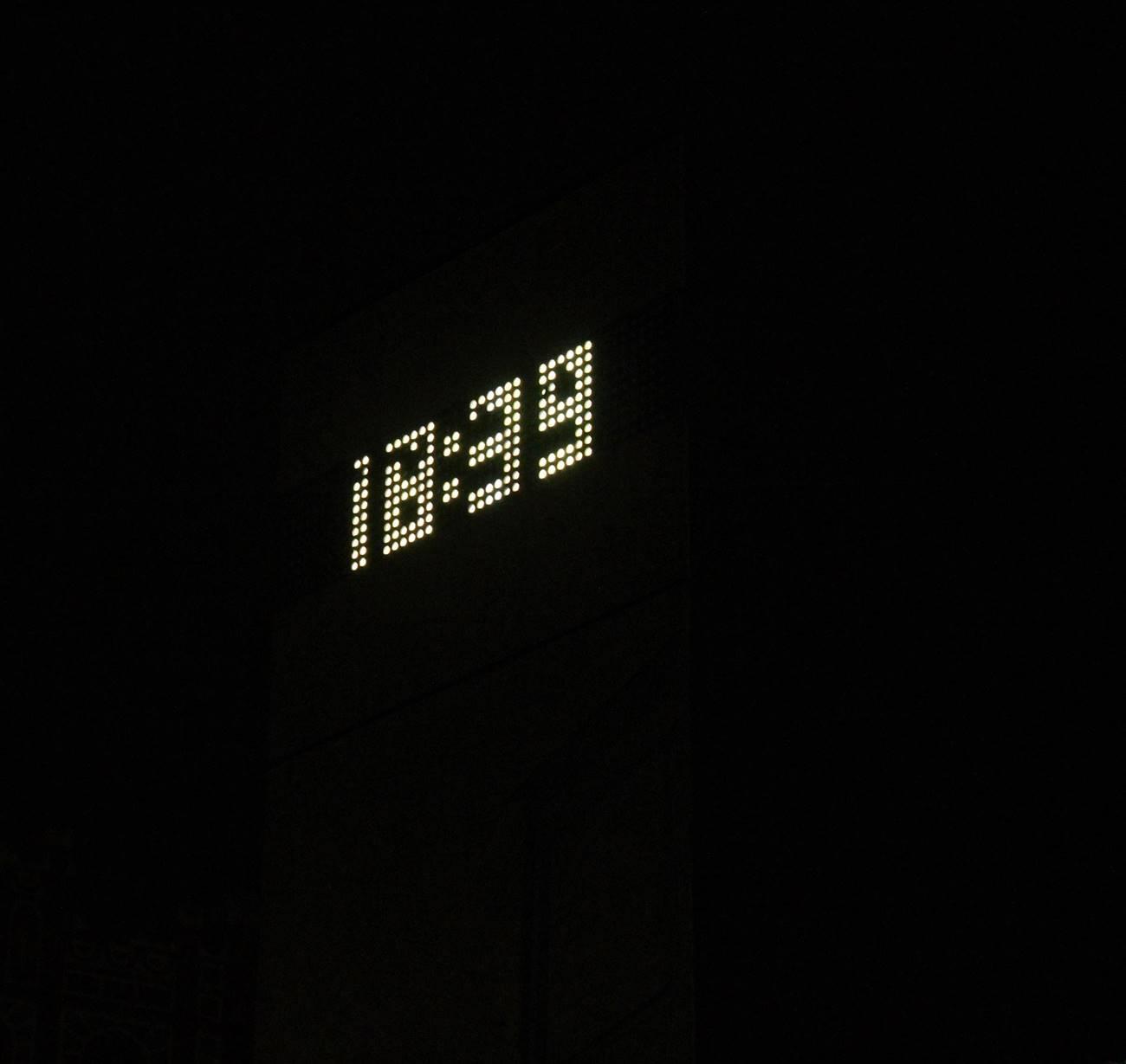 A digitális óra a Széll Kálmán téren