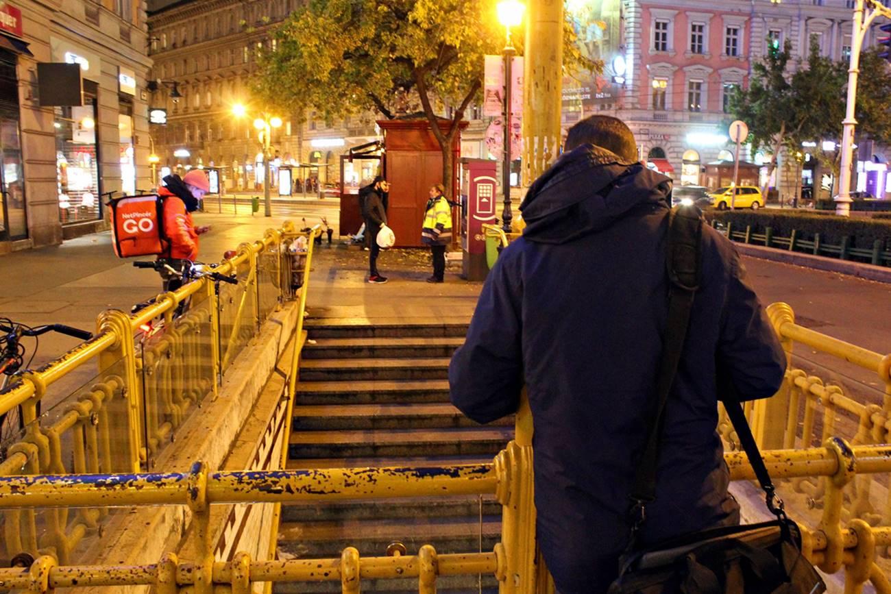 Az Oktogon Budapesten, éjszaka