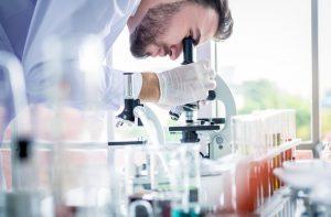 A világ tudósai folyamatosan dolgoznak a gyógymódon.