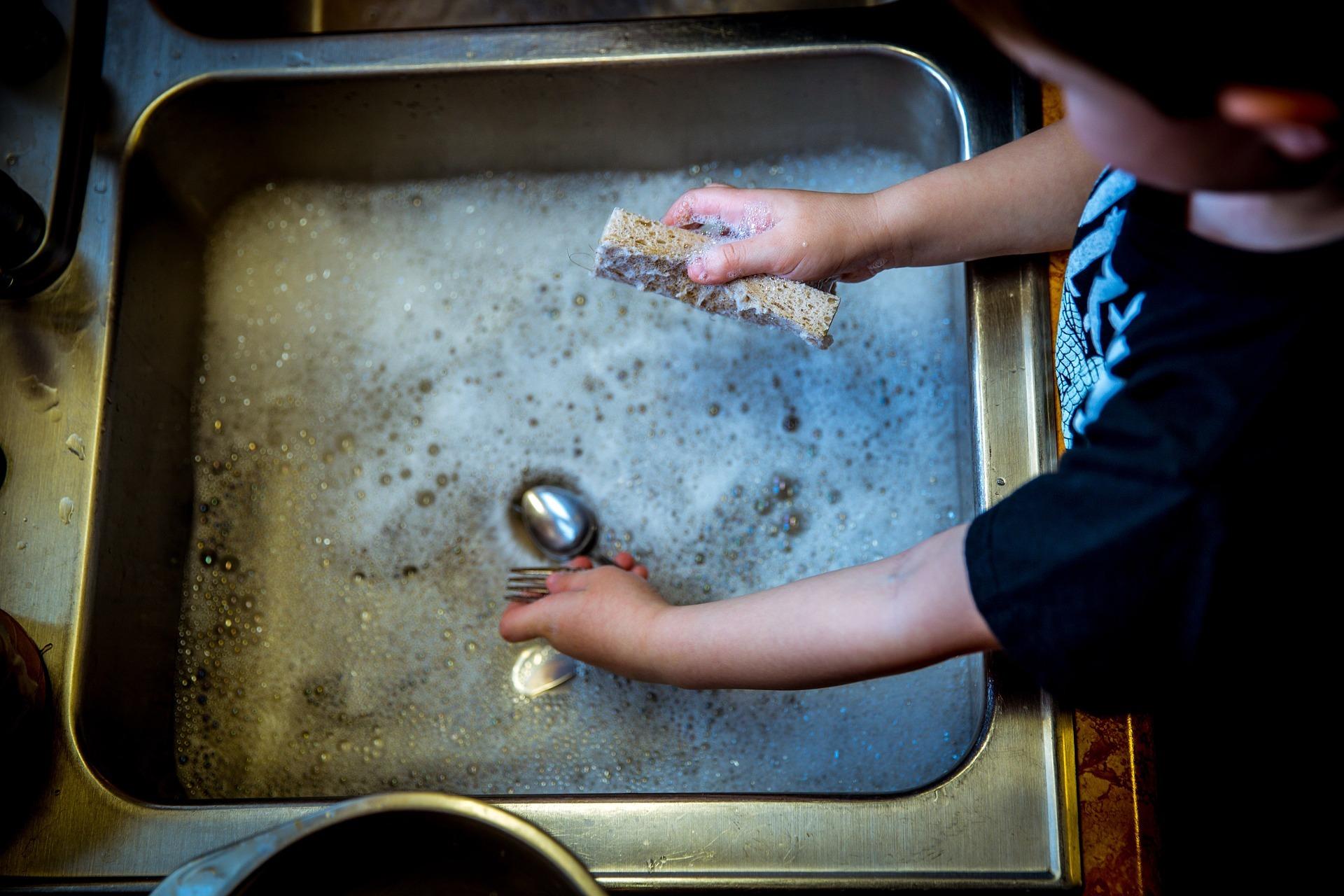 mosogatást is végezheti a gyerek - fotó: pixabay