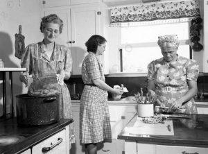 Nők a konyhában régen