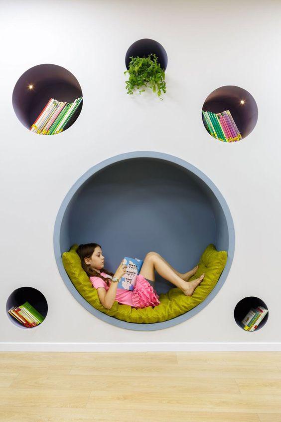 Kreatív könyvespolc