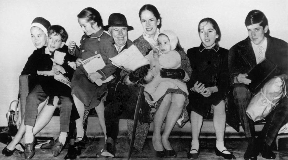 Chaplin és negyedik felesége, Oona és hat gyerekük 1961-ben