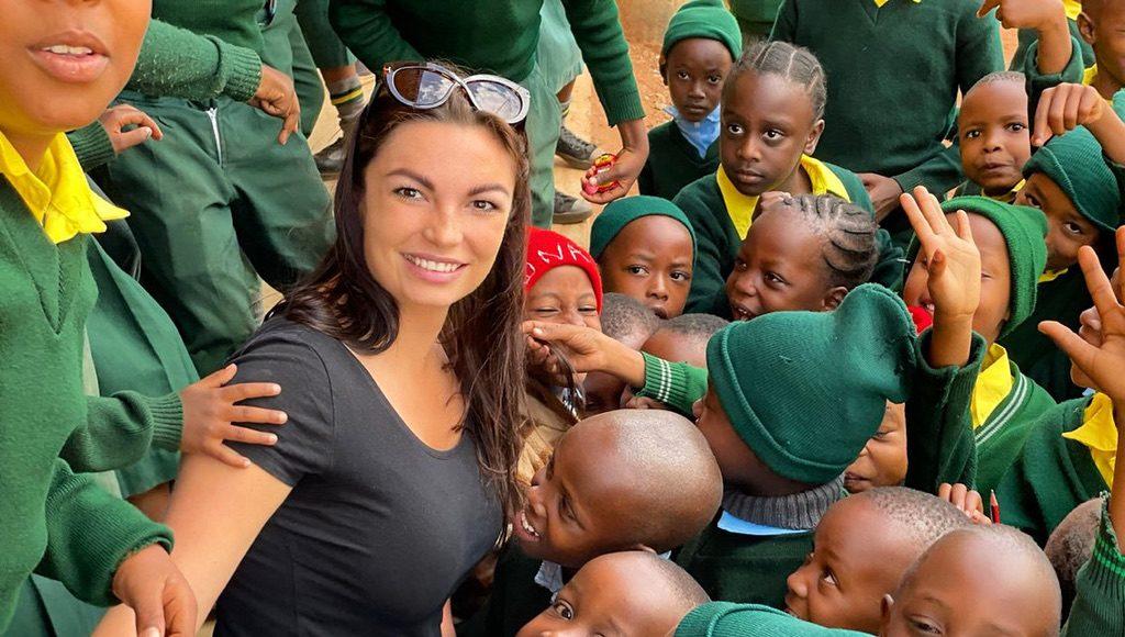Bódás Bianka afrikai gyerekeken segít az Afrika Határok Nélkül Alapítvánnyal